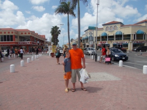 Trevor & Sam in the wide streets of Aruba